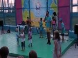 Альберт танцует брейк под песню Айдара Галимова