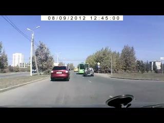ГОЛАЯ ТЕЛКА выскочила на дорогу прямо перед машиной    (. )( .)