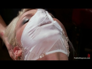 [publicdisgrace.com / kink.com] anikka albright (smoking hot blonde is fucked in public bar / 20.04.12)