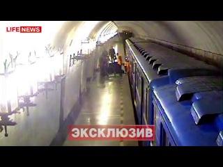 Самоубийца чудом выжил, бросившись под поезд метро