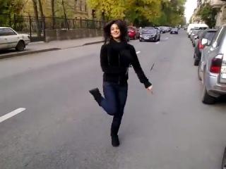 """Армяночка танцует под песню """"Ой моя голубка"""""""