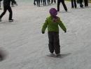 Диана первые самостоятелные шаги на льду 5лет