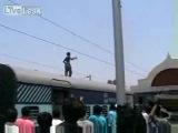 смерть в Индии на крыше поезда
