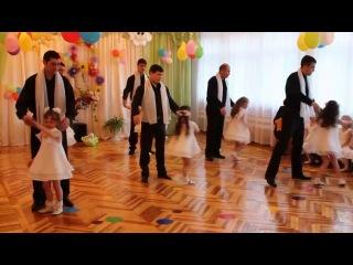 Танец пап и дочек в ДЕТСКОМ САДУ До СЛЕЗ