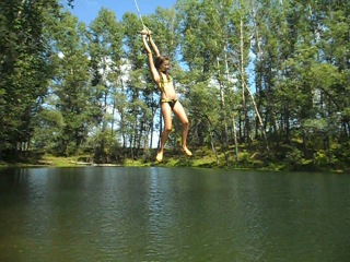 Алинка прыгает с тарзанки:)Нугуш 02.08