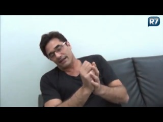 Luciano Szafir comemora o sucesso da novela Rebelde