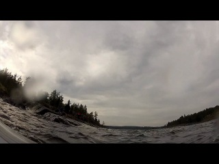 10-минутное плавание в холодных водах Ладоги