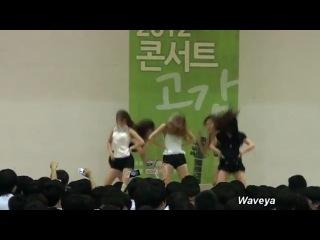 Забавная реакция школьников на танцующих девочек с 1:10(пхахах)