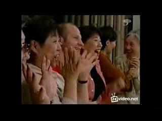 Федор Емельяненко рекламирует телефоны в Японии.