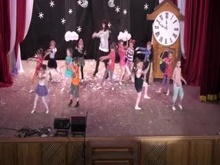 Танец средней группы студии современного эстрадного танца РДК на новогоднем представлении 2013 г.