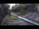 Сумасшедший спуск по искуственной речке на каяке
