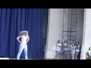 Женя молодец, очень красиво танцует!!!)))