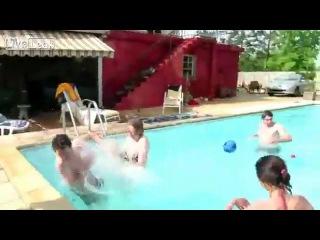 Обкакался в бассейне! Испортил отдых и воздух с друзьями!