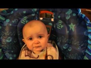 Ребенок слушает песню Кайрат Нуртас-ауырмайды журек (Dimash93-CR9@mail.ru)