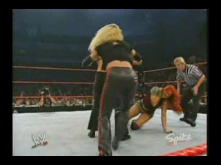 Lita vs Trish Stratus vs Victoria vs Gail Kim(WWE Raw 27.10.2003)