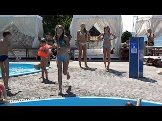 В бассейне) / Alina