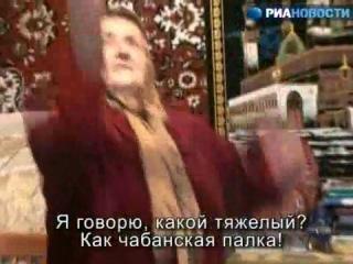 76 летняя бабушка из Дагестана поднимает гири, гнет руками железо и пишет стихи