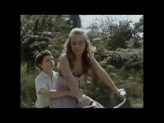 podsmatrivaet-za-sestroy-chto-za-film