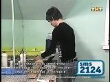 Венцеслав набирает воду в чайник