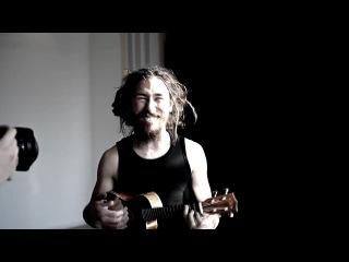 Rocky Leon - Черный плащ на укулеле