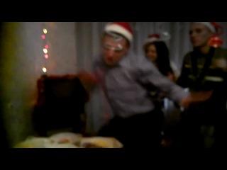 Прикольный танцец на Новый Год!