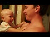 Малышь смеется над родителями:) заразительный смех:)