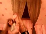 хах с подругой танцевали и случайно упали ржали все