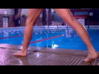 у этой девушке на верно кроль основной она им так хорошо плавает !!!