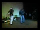 цыган танцует на переспор!!!!! на цыганской вечеринке...