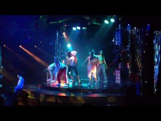 Как то покуражились И теперь постановка Все танцуют локтями рвет танцпол