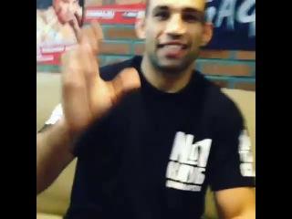 Бойца UFC на 15 минут оставили с дагестанскими борцами