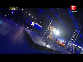 Украина маэ Таланты!Девушка офигенно танцует,на шесту