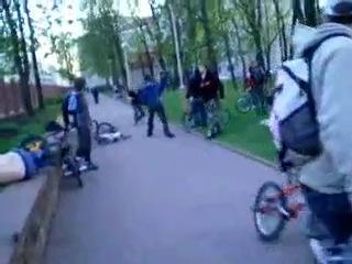 Гопник получил ЕЗДЫ от велосипедистов