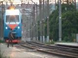 Видео про тех кто не попал под колеса поезда, и про менее везучих....