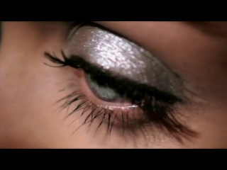 Aishwarya rai L'Oreal Lash Architect Carbon Gloss UK advert