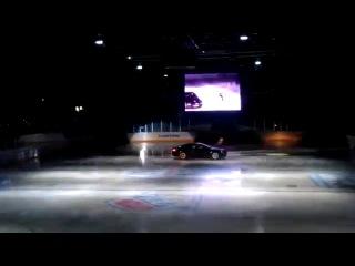 Безбашенный чувак с ледового шоу и BMW