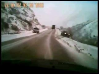 Как на дорогах России водители помогают друг другу в экстренных ситуациях. (аварии)