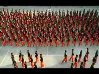 Танец заключенных в память о Майкле Джексоне. Филлипинская тюрьма строгого режима.