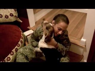 Девушка вернулась домой после 6 месяцев в армии,и на протяжении всего времени её кто-то ждал