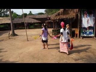 Танец длинношеих женщин.Таиланд