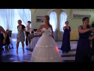 Сюрприз для жениха и гостей - танец с подружками невесты