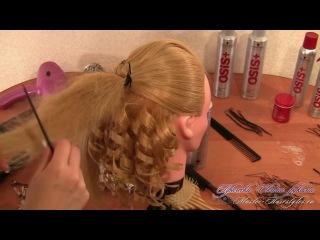 Прическа Мальвина с локонами и с бантиком из волос