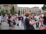Сардана- национальный каталонский танец. который каждый четверг все желающие танцуют на площади перед главным собором Барселоны.