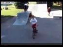 Джастин катается на велосипеде в Стратфорде (2007)