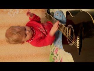 Доча играет на гитаре!!!