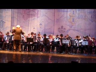 В Романюха Попурри на тепу песен о Ленинграде Исполняет Сводный оркестр
