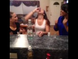 как девушки пьют ром/лекарство