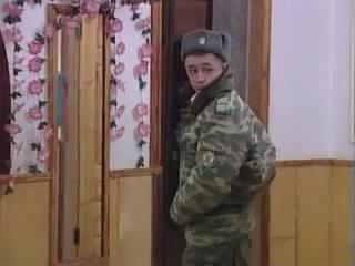 Парень в армии поет песню девушке, которая его бросила, не дождавшись...