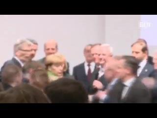 Nackt-Protest gegen Putin auf der Hannover-Messe - Merkel entsetzt