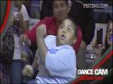Танцевальный баттл во время матча на камеру / Black fat boy VS Black security man/ Battle dance for Dance Cam | Dancing Usher Detroit-Lakers